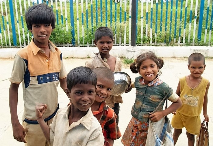 800px-street_children_in_india