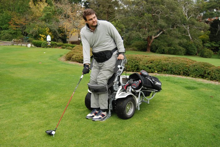 Golf James Gribble from Empower Golf ParaGolfer with bag (002)